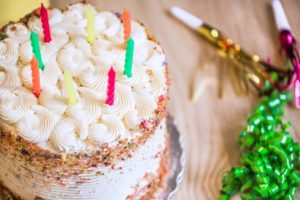 cake-with-icing-candles_925x